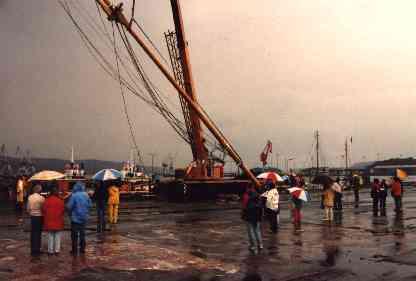 Raising the new mast